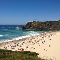 Foto tirada no(a) Praia de Odeceixe por Nelson R. em 7/23/2013