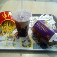 Foto tirada no(a) McDonald's por Cassia T. em 12/6/2012