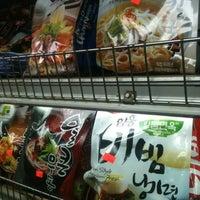 1/27/2013にPaul B.がH Mart Asian Supermarketで撮った写真