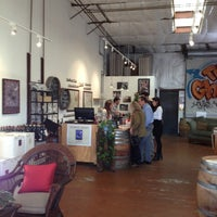 Foto tirada no(a) Flying Goat Cellars Tasting Room por Chris L. em 11/23/2012