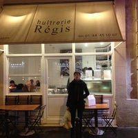 Photo taken at Huîtrerie Régis by Damien R. on 12/13/2012