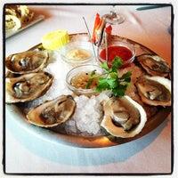 Das Foto wurde bei Eddie V's Prime Seafood von Kenny C. am 7/20/2013 aufgenommen