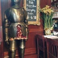 Foto tomada en Sutter Pub & Restaurant por Dylan D. el 2/18/2013