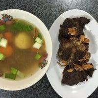 Photo taken at Ayam goreng & sop buntut Pak To by semutemas on 10/3/2015