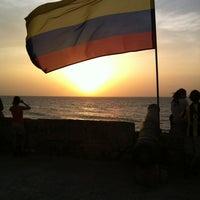 Foto tomada en Café del Mar por Michael K. el 7/24/2013