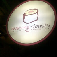 Photo taken at Warung Siomay by Bonnie W. on 9/22/2012