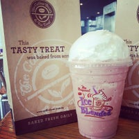 Photo taken at The Coffee Bean & Tea Leaf by Ayeez D. on 1/1/2015