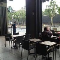 6/2/2013 tarihinde Mohamad D.ziyaretçi tarafından Starbucks'de çekilen fotoğraf