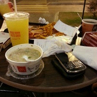 Photo taken at McDonald's by ÁĿØИg ⓚ. on 12/11/2012