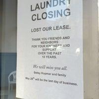 Foto tirada no(a) Light'n Your Load Laundromat por LB D. em 5/22/2014
