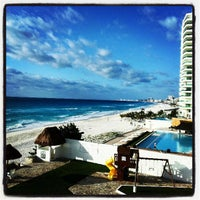 Foto tomada en Playa Chac Mool por Pame S. el 3/28/2013