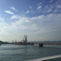 Foto scattata a Pulau Bukom Ferry Jetty da aliffsuhaimi il 9/23/2016