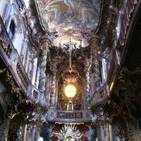 Das Foto wurde bei Asamkirche (St. Johann Nepomuk) von Andrey C. am 10/25/2012 aufgenommen
