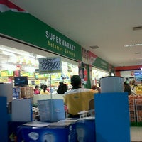 Photo taken at Giant Hypermarket by ayu n. on 6/16/2013