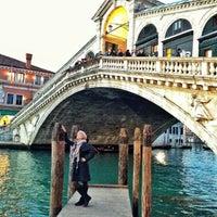 Foto scattata a Ponte di Rialto da Pera P. il 2/15/2013