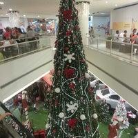 Foto tirada no(a) Madureira Shopping por Rafael R. em 12/4/2012