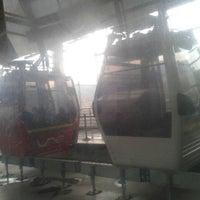 Photo taken at Metro Cable Línea J - Estación La Aurora by Perla Amneris on 2/6/2015