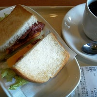 Photo taken at ドトールコーヒーショップ 横浜鶴屋町2丁目店 by ぬこ@横浜 on 9/11/2013