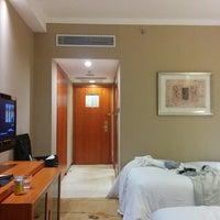Photo taken at Sheraton Chengdu Lido Hotel   天府丽都喜来登饭店 by Abraham C. on 10/29/2014