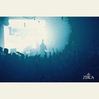 Foto tirada no(a) ZIRCA Mega Club por Jeremy G. em 1/7/2015