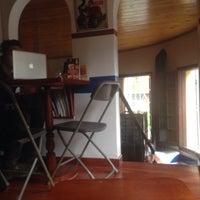 Foto tomada en El Cubo Cafe por Lola D. el 3/18/2015