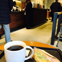 Photo taken at Starbucks by ELNINO エ. on 2/3/2017