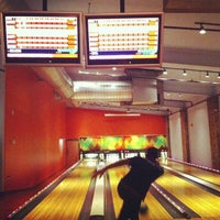Photo taken at North Bowl by Aleyda S. on 11/27/2012