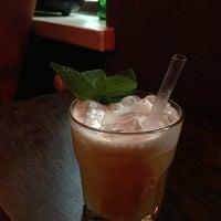 6/28/2013 tarihinde Michael K.ziyaretçi tarafından Navy Jerry's Rum Bar'de çekilen fotoğraf