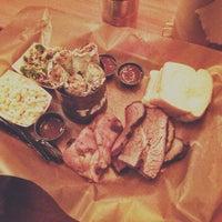 2/5/2014 tarihinde amandaziyaretçi tarafından Green Street Smoked Meats'de çekilen fotoğraf
