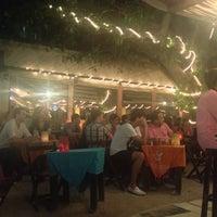 Foto tomada en Fah Restaurant Bar por Miguel J. el 4/16/2013