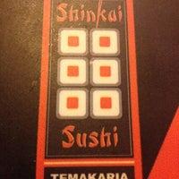 รูปภาพถ่ายที่ Shinkai Sushi โดย Erick C. เมื่อ 12/11/2012