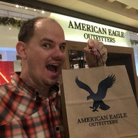 Photo taken at American Eagle Outfitters by Joshua P. on 11/23/2016