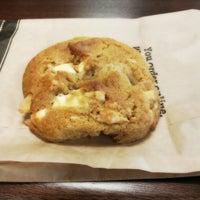 Photo prise au Specialty's Café & Bakery par Polly P. le10/1/2012