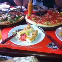 Foto tomada en Central De Pizzas por Lolycienta N. el 4/5/2014
