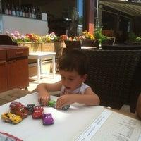 7/26/2013 tarihinde Oya E.ziyaretçi tarafından Liman Restaurant Lounge Club'de çekilen fotoğraf