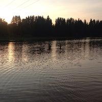 Снимок сделан в Пляж на реке Оредеж пользователем Yana K. 7/13/2013