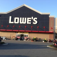 Photo taken at Lowe's Home Improvement by Ysidro A. on 4/29/2013