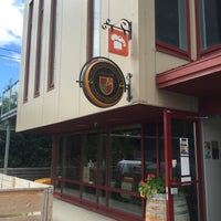 Photo taken at MicroBrasserie Charlevoix by Stéphan P. on 8/13/2015