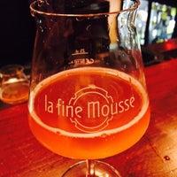 Photo prise au La Fine Mousse Restaurant par Greg W. le12/19/2016