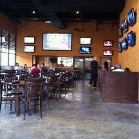 Foto tomada en The Tavern Sports Grill por Jonathan T. el 4/9/2011