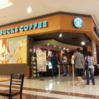 Foto tirada no(a) Starbucks por Orion M. em 8/19/2011