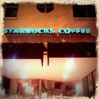 Foto tomada en Starbucks por Belinda G. el 11/7/2011