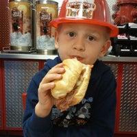 รูปภาพถ่ายที่ Firehouse Subs โดย Mandy F. เมื่อ 11/6/2011