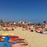 Foto tomada en Playa de la Mar Bella por Fabian I. el 6/22/2012