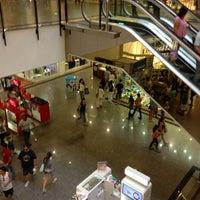 Foto tirada no(a) Miramar Shopping por Matheus S. em 5/11/2013