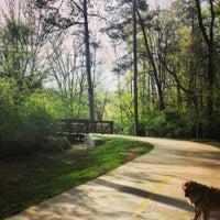 Das Foto wurde bei Tanyard Creek Park von Pinar A. am 4/11/2014 aufgenommen