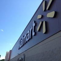 Foto tomada en Walmart por Antonio T. el 10/18/2013