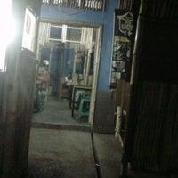 Photo taken at Mie ramen ma ucis by Sara SA R. on 10/28/2012