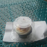 Photo taken at Good Cakes and Bakes by Lynn H. on 8/14/2016