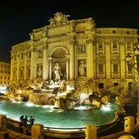 Foto scattata a Fontana di Trevi da Roman P. il 7/23/2013